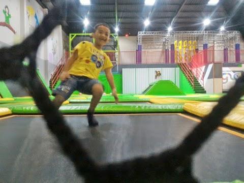 Lompat-Lompat Asyik di Gravity Indoor Trampoline Park Semarang