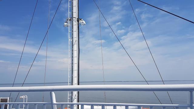 48a72c57f48 Pilt Kuivastu - Virtsu praamilt 14.20 paiku. Kaivo foto. Tuult ei teinud  ning suund oli muutlik.Õhk oli ööpäevaringselt troopiline: öösiti oli sooja  13...21 ...