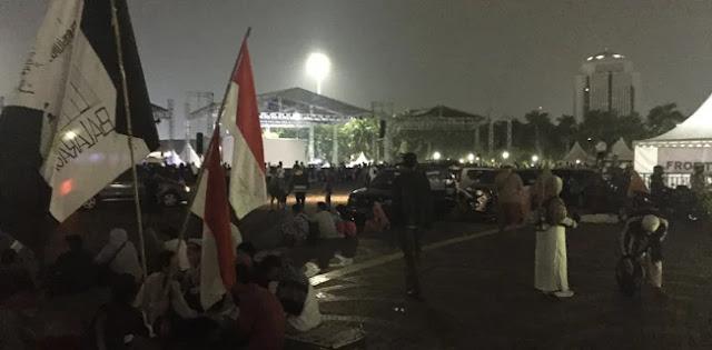 Bendera Tauhid Aneka Warna Mulai Dibawa Peserta Reuni 212