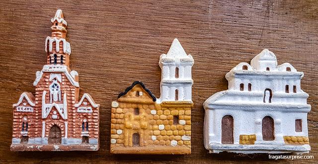 Miniaturas em cerâmica de Igrejas de Bogotá