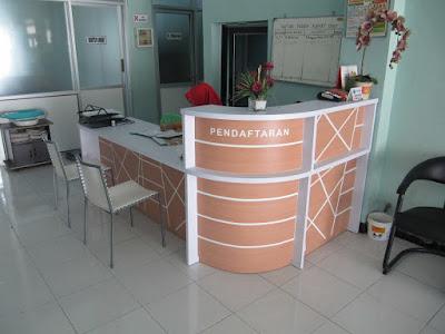 Desain Meja Front Desk Melengkung Untuk Ruang Resepsionis + Furniture Semarang