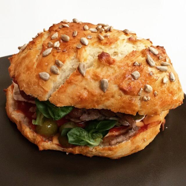 la cuisine de marine burger ch vre chorizo au pain maison. Black Bedroom Furniture Sets. Home Design Ideas
