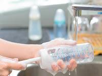 Tidak Boleh Asal, Inilah Tips dalam Membersihkan Botol Susu Bayi Secara Tepat