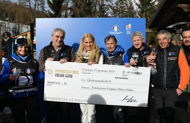 Michelle Hunziker a Cortina per la Coppa del Mondo di Sci Femminile e il Prosecco DOC.