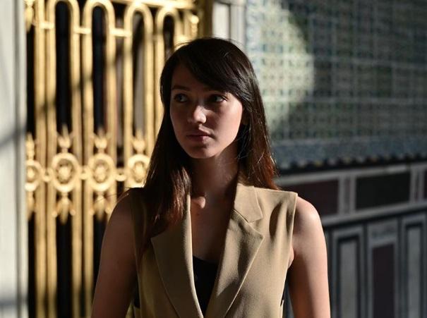 Melayu Nicole Hall pemeran bodyguard ugal-ugalan