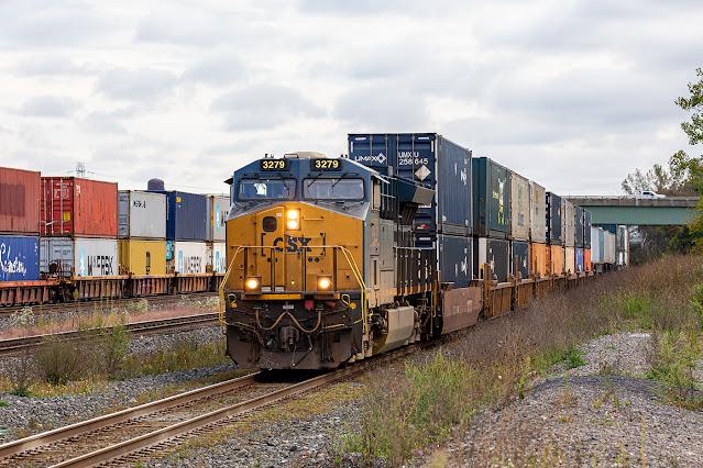 CSXT 3279 leading train Q0117-28 at DeWitt Yard