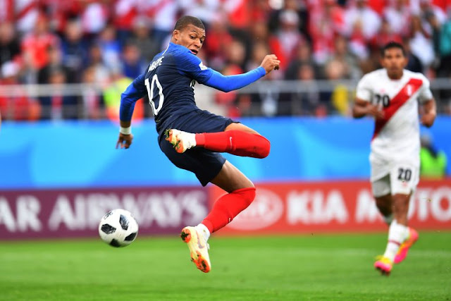 France's Kylian Mbappe attempted a shot against Peru