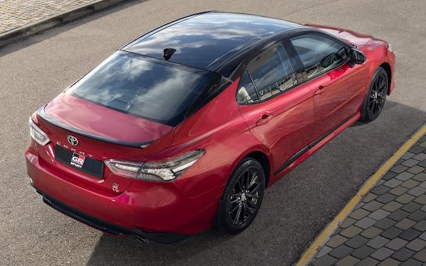Toyota Camry 2022 ganha versão GR com enfeites esportivos