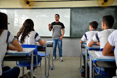 Educação abre seleção de professores que desejam atuar no Ensino Médio Integral