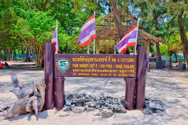 เกาะปอดะ เป็นเกาะที่อยู่ในอุทยานแห่งชาติหาดนพรัตน์ธารา-หมู่เกาะพีพี ตั้งอยู่ในทะเลด้านหน้าของอ่าวนาง ห่างจากฝั่งอ่าวนางประมาณ 8 กิโลเมตร มีบรรยากาศร่มรื่นด้วยต้นสน