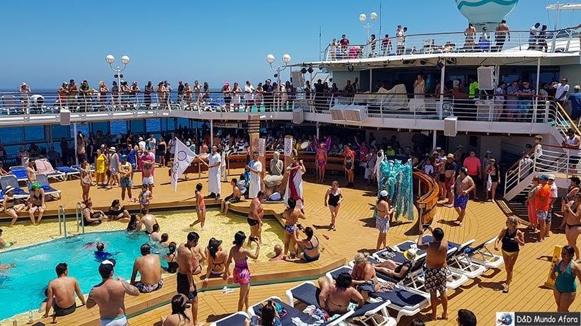Atividades recreativas nas piscinas - Cruzeiros marítimos: tudo sobre viagem de navio
