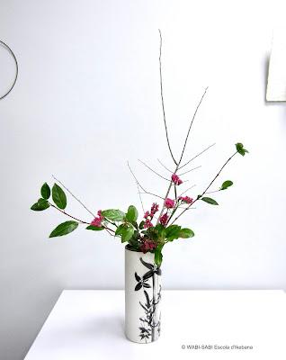 Ikebana-jiyuka-nageire-wabisabi-escoladikebana