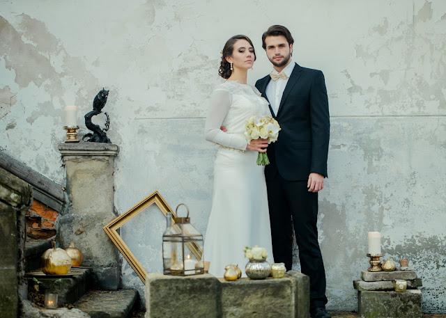 Długi, gładki rękaw sukni ślubnej