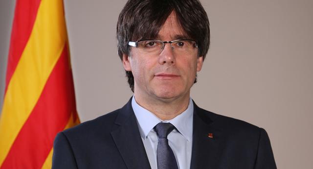 Puigdemont y sus consejeros se presentan voluntariamente en una comisaría de Bruselas