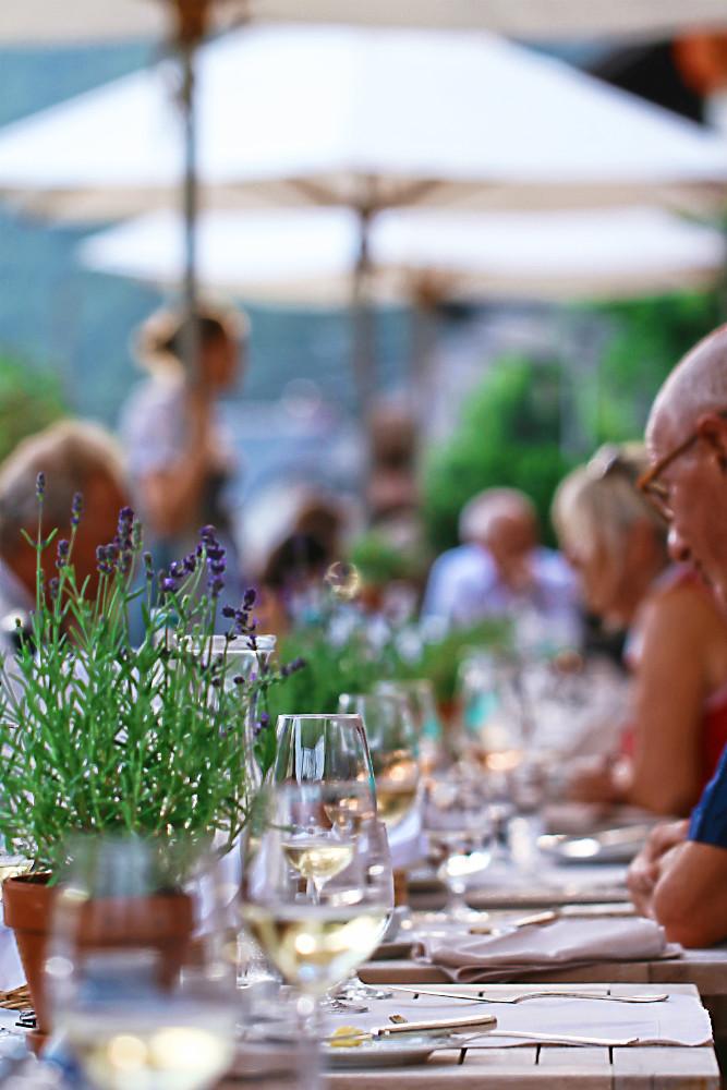 Auf der Terrasse des Spielweg Romantikhotels, Münstertal im Schwarzwald | Arthurs Tochter kocht. Der Blog für food, wine, travel & love von Astrid Paul