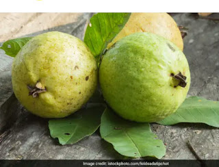 Health benefits of pears: control blood pressure, boost immunity and more with this winter fruit