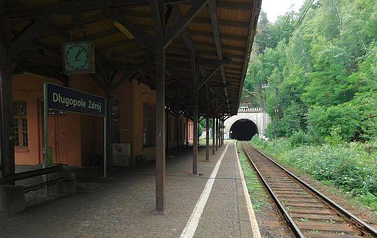Stacja kolejowa w Długopolu-Zdroju.