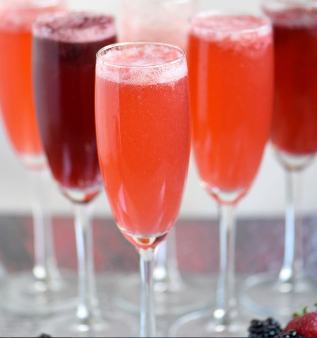 Berry Champagne Punch #party #drinks