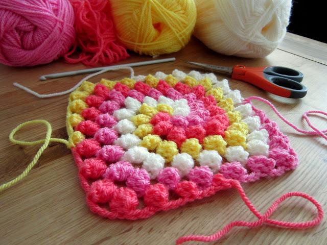 узор букле связанный спиралью крючком идея для ковриков