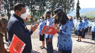 Serahkan SK CPNS 2018, Bupati Samosir Berpesan Agar Pegawai Menjaga Martabat serta Mengutamakan Kepentingan Masyarakat