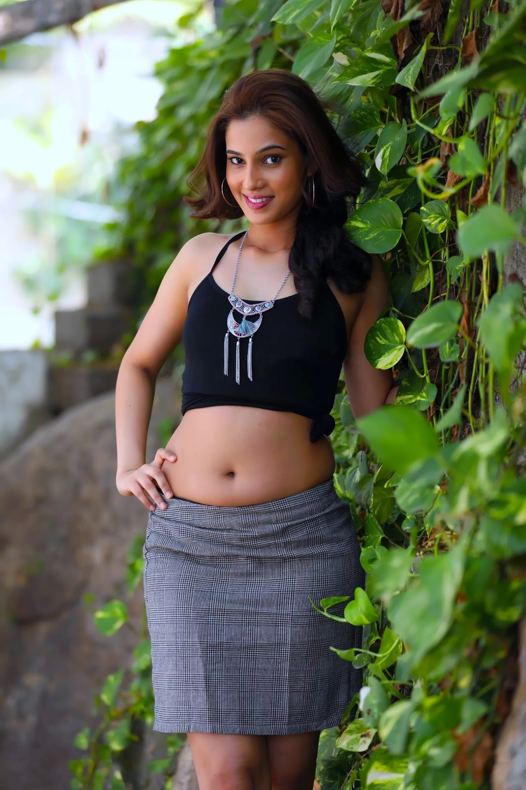 Top sweet faces: Pooja Desai Captivating Beauty Hot Navel