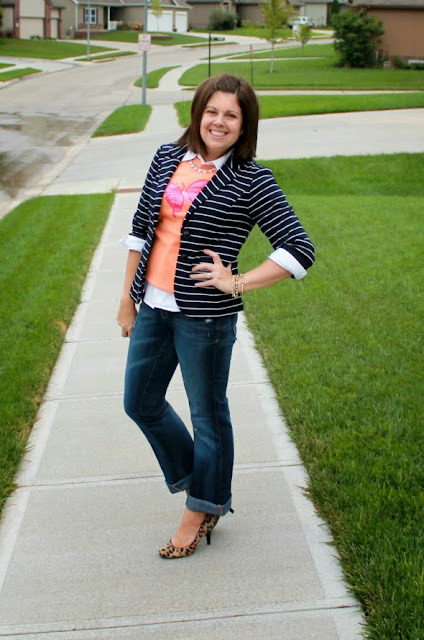 Perfect outfit for casual Friday - love the blazer!