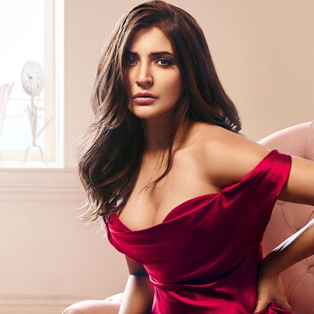 Indian actress Anushka Sharma Hot Photos
