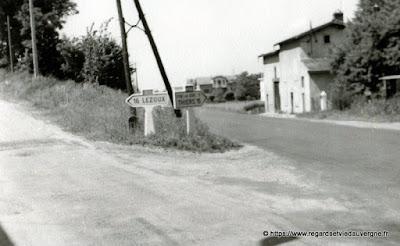 Photo de famille NB panneaux de villes : carrefour à Courpiere