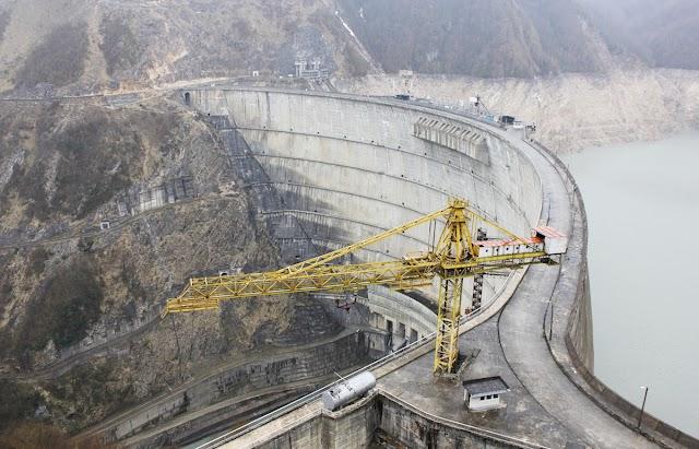 Кто будет оплачивать импорт электроэнергии в Абхазию, заполненную биткойными фермами и российскими военными базами?