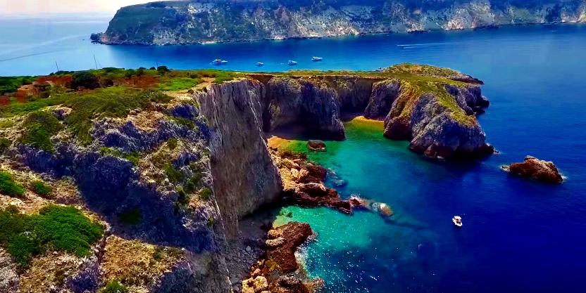 Immagini isole Tremiti insenature e scogliere