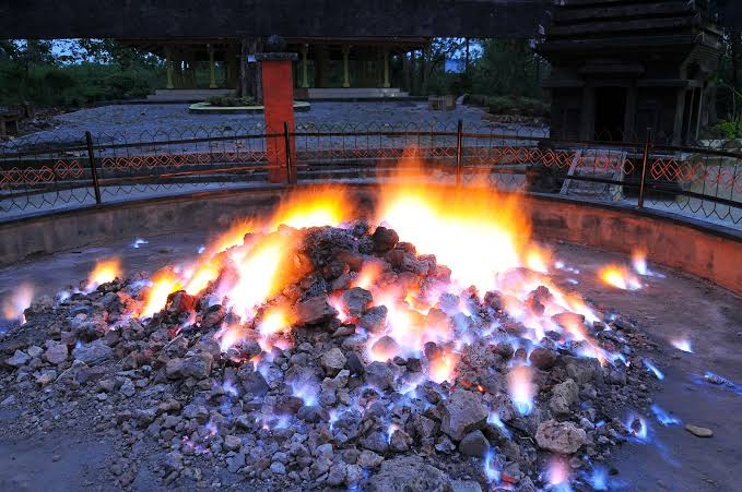 Wisata Api Tak Kunjung Padam