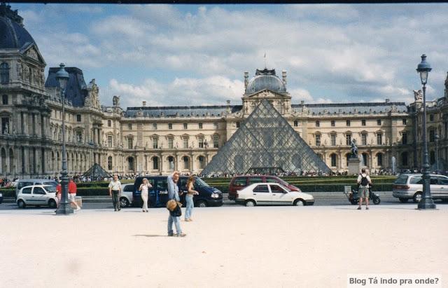 [Viajando na História]  O mês de Agosto na História - Inauguração do Museu do Louvre (Paris)
