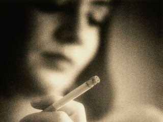 Image: Active, Passive Smoking Tied to Infertility, Early Menopause: Study