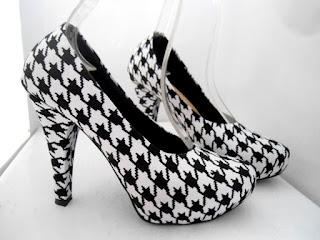 Sepatu High Heels Wanita Hitam Putih Model Terbaru 2016