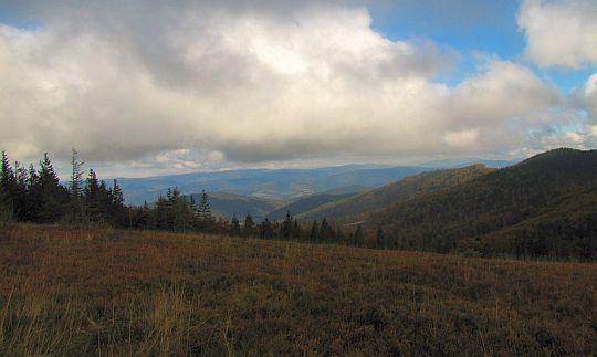 Widok na północny wschód ze Złotej Grapy.