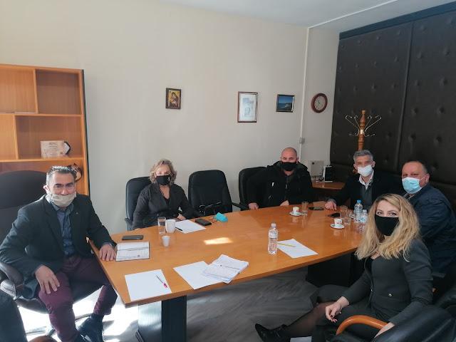 Συνάντηση είχε σήμερα ο Δήμαρχος Πάργας κ. Νικόλαος Ζαχαριάς με τον Πρόεδρο του Επιμελητηρίου Πρέβεζας κ. Ιωάννη Μπουρή και τα μέλη του κα. Κωνσταντινίδη Αγγελική, κ. Γκούμα Αχιλλέα και κ. Σκάρπο Αλέξανδρο.