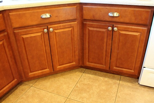 installing kitchen cabinet hardware installing kitchen cabinet hardware away she went 17911