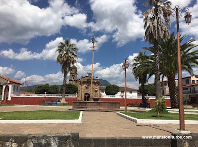 Plaza de Cuanajo, Michoacán