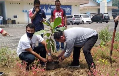 HUT 1 Pasar Restorasi Ditandai Dengan Penanaman Pohon Ketapang