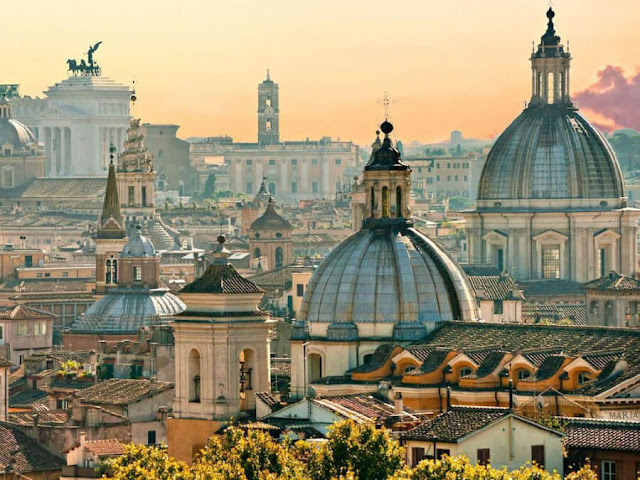 Và không thể bỏ qua là Rome, thành phố được yêu thích nhất châu Âu của các tín đồ du lịch. Hãy đánh dấu ngay trong sổ tay du lịch các điểm đến như đền thờ Patheon, đài phun nước Trevi hay đại Thánh đường St. Peter để nếu như chỉ có ít ngày ở Rome, thì đây là những nơi bạn nhất định phải ghé qua nhé.