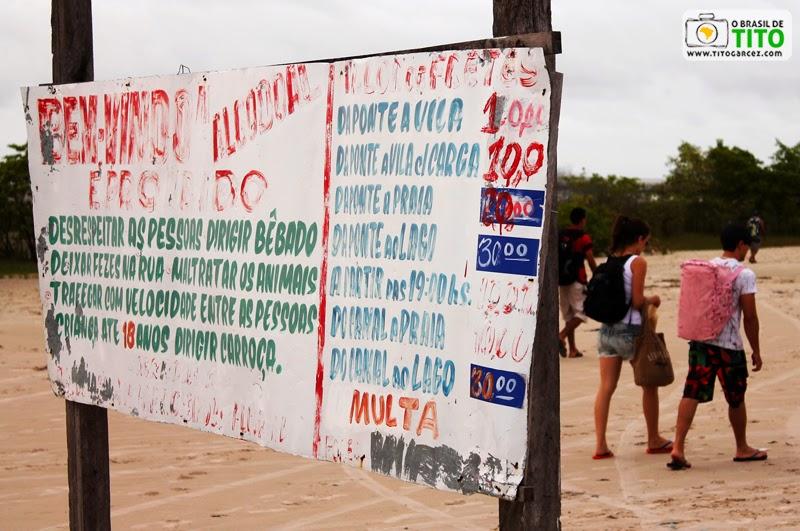 Placa com preços para uso das carroças na ilha do Algodoal-Maiandeua, no Pará