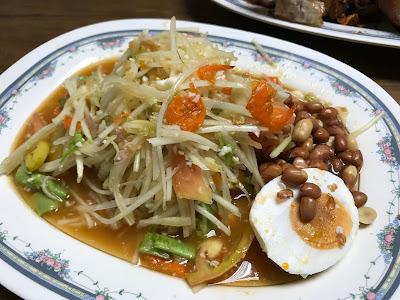 Bangkok, Polo Fried Chicken, som tam