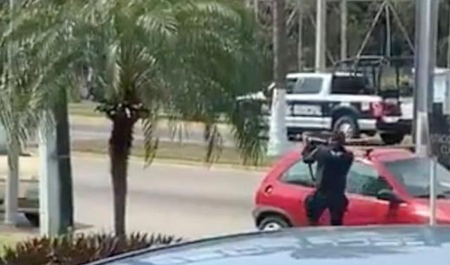Municipales contra Estatal en Acapulco tras balacera abaten a elemento que intento ejecutar a pareja