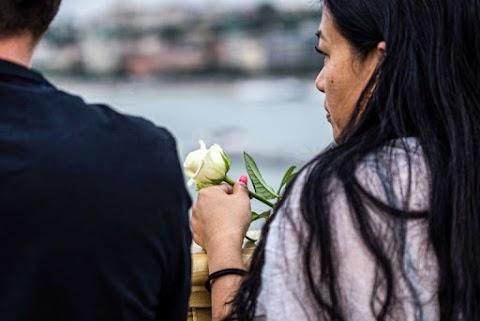 Dunába szórt rózsákkal búcsúztatták a Hableány áldozatait