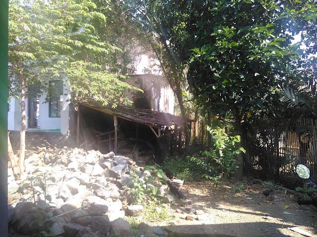Rencana lokasi pembangunan tempat kamar mandi, wc dan tempat wudhu' serta pagar Pondok dari sisi lainnya