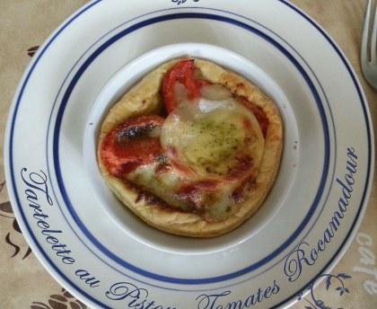 Pistou, tomato and Rocamadour pie
