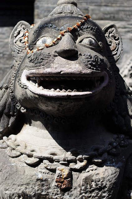 detail_of_Temple_statue_in_Bakhtapur