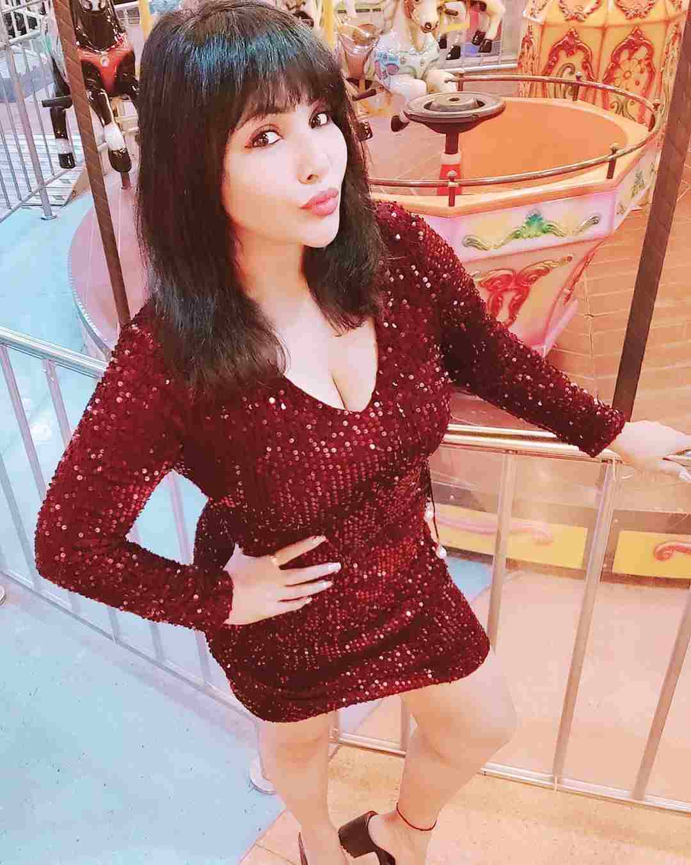 Actress Rajsi Verma Very Hot and Sexy Photoshoot.