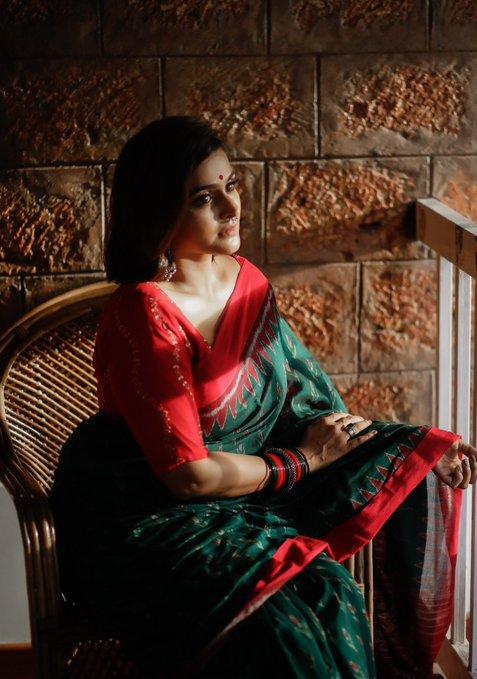 Ramya Nambessan Saree Images
