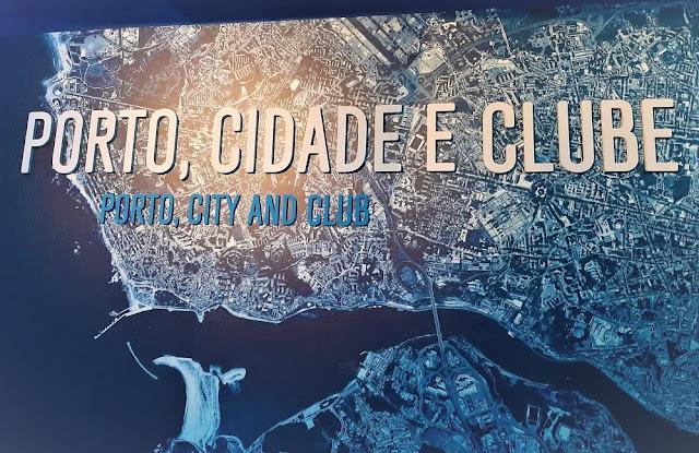 Painel com imagem da cidade do Porto e o rio Douro na entrada do Museu do Futebol Clube do Porto